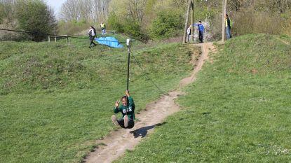 Kinderen trotseren Obstaclerun: studenten LO maken hindernissenparcours aan Zonnig Leven