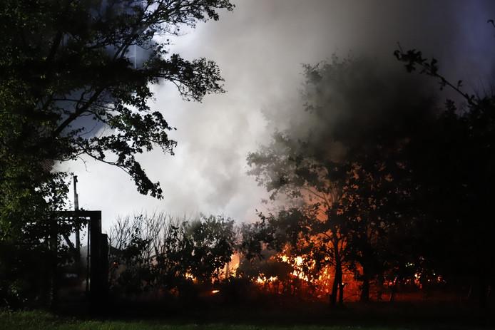 Chalet in Heijen brandt volledig af.