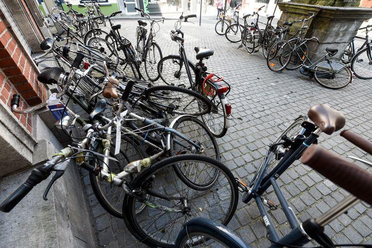 In studentensteden blijven als de studenten weg zijn de fietsen over.  Beeld Photo News