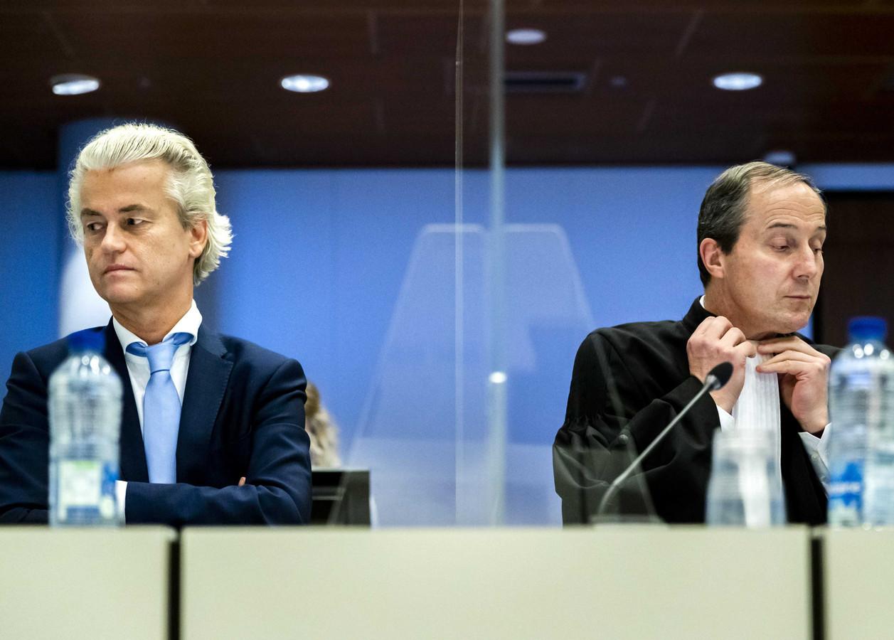 PVV-leider Geert Wilders en advocaat Geert-Jan Knoops in het gerechtshof, waar het minder-Marokkanen-proces verder gaat