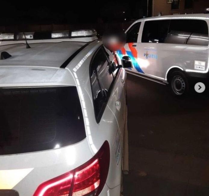 De aanhouding van de inzittenden van een gestolen Skoda in de Spoorstraat in Boxmeer.
