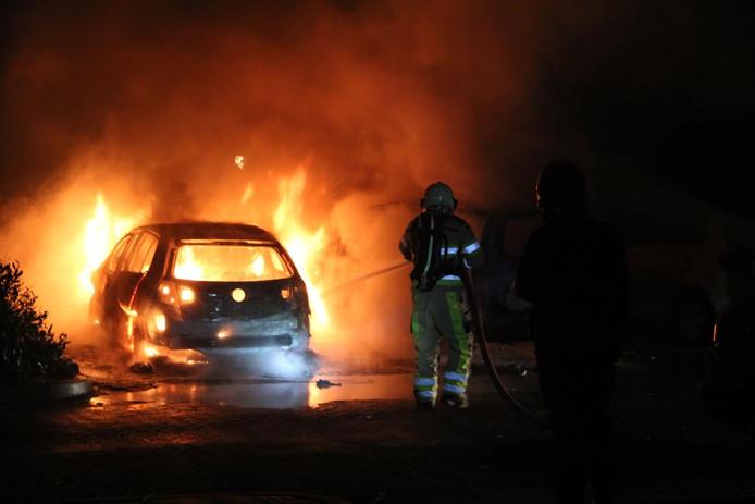Twee auto's in brand in Diepenveen
