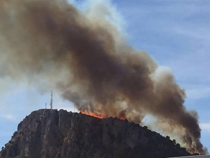 De brand is goed te zien vanaf de camping Rifort.