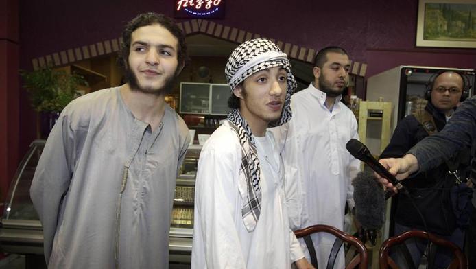 Leden van Sharia4Holland in Sint-Jans-Molenbeek, België, begin juni.