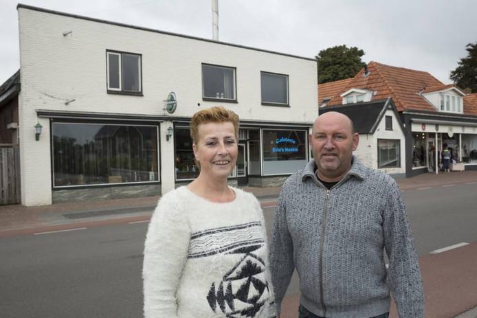 Everlina en Willem Uit de Fles gaan het proberen met een café en een cafetaria op de plek waar voorheen 't Schimmeltje zat.