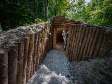 Vrijheid vieren in beperking? Dat past niet bij opening van een onderduikershut in het Kuinderbos