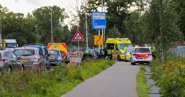 Bestuurder gewond bij kop-staartbotsing in Apeldoorn.
