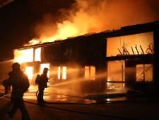 Grote brand in loods bij manege in Barneveld