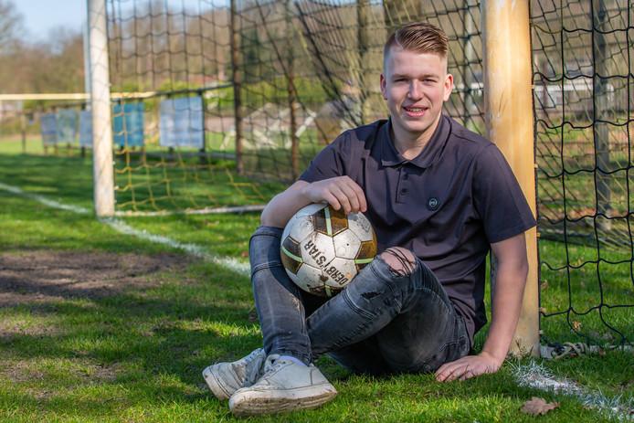 Justin Raats probeert met voetbal een beetje fit te blijven.