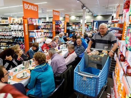 Samen lunchen in supermarkt tegen eenzaamheid