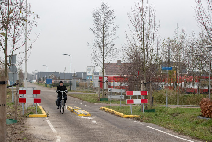 De bussluis bij Veenendaal-Oost waar ProVeenendaal graag een nieuwe ontsluitingsroute wil voor het autoverkeer.