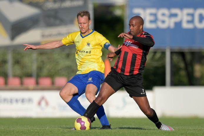 Guillermo le Couvreur (rechts, in actie namens zijn oude club BVV) heeft nog steeds contact met zijn voormalig teamgenoten van de Bossche ploeg.