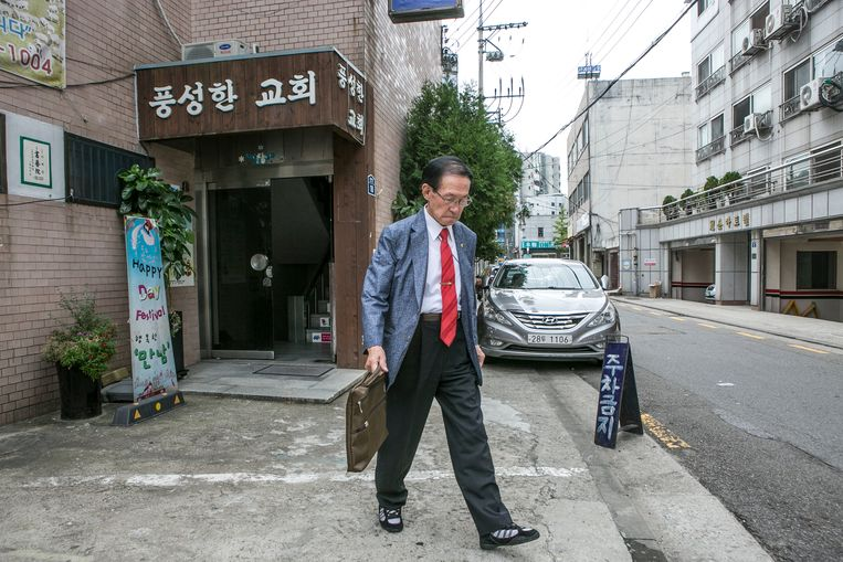 Yoon Heung-gyu bij zijn kantoortje in Seoul.  Beeld Jean Chung