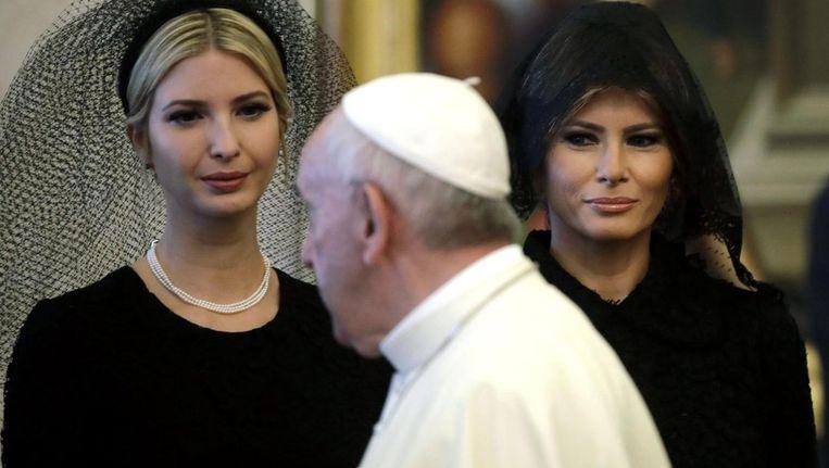 Ivanka Trump bezocht later in de middag het hoofdkantoor van Sant'Egidio, een katholieke stichting in de wijk Trastevere die zich vooral met de opvang van vluchtelingen bezig houdt. Melania Trump stuurde haar wagens de Gianicoloheuvel op, richting het Bambino Gesu kinderziekenhuis. Beeld epa