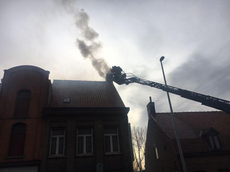 Er kwam heel wat rook uit de schoorsteen.
