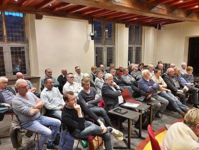 Volop belangstelling voor de discussie over knarrenhof of ouderenspeelplaats in Gennep.