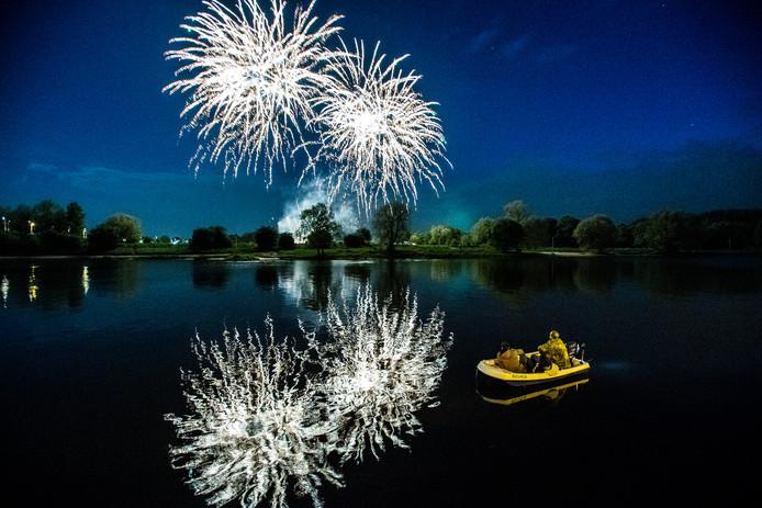Een deel van de Arnhemmers voelt voor een vuurwerkverbod rond Oud en Nieuw, maar stelt wel prijs op een mooie vuurwerkshow op een locatie in de stad, zoals bijvoorbeeld op Koningsdag in Arnhem in het verleden is gedaan.