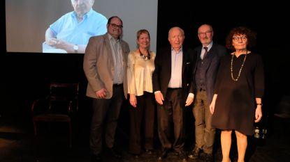 """Klein-Brabantse toneelkringen eren Juul Lambrechts (97): """"Bedankt voor jarenlange inzet als auteur, regisseur en mecenas"""""""