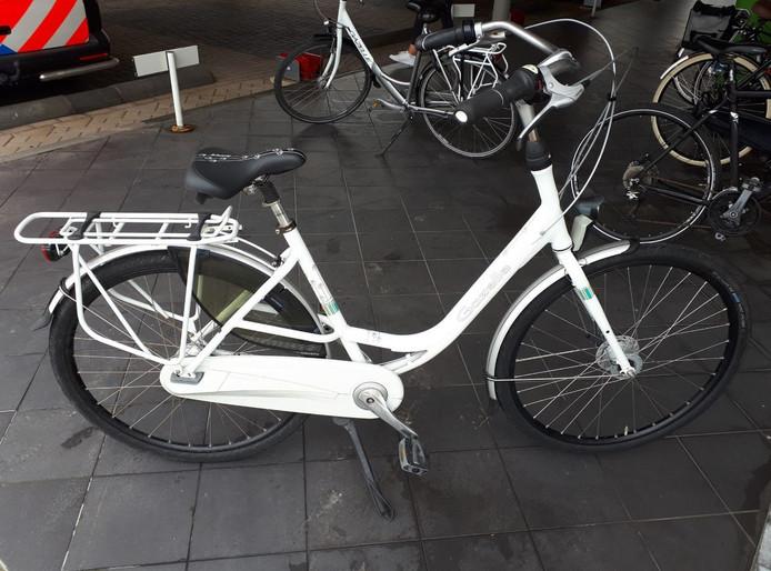 Een van de twee fietsen die door de man werd meegenomen.