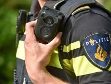 Politie in Oldenzaal gaat dronken jeugd filmen met bodycam