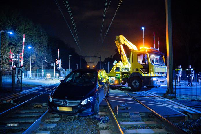 Auto op het spoor in Tilburg