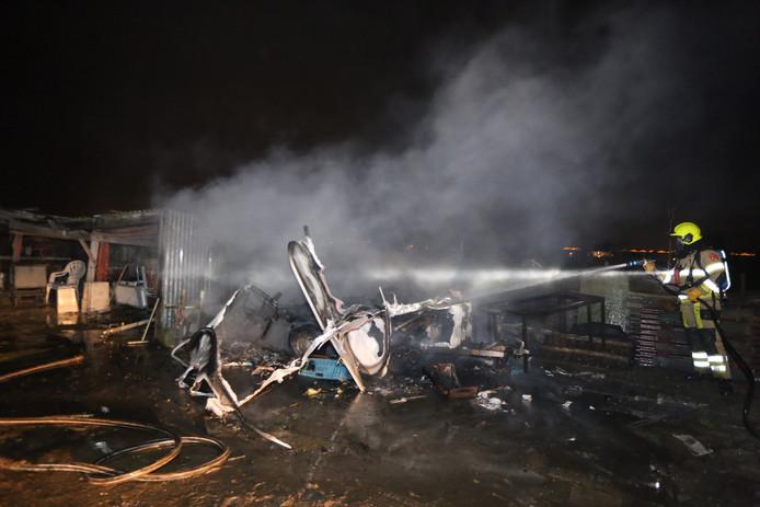 Ruim voor de jaarwisseling werd in Poederoijen een caravan in brand gestoken.