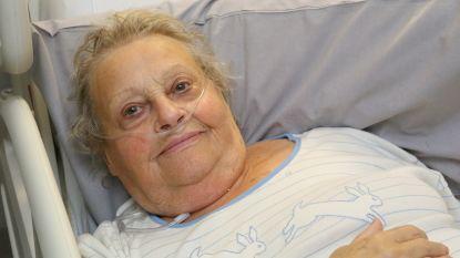 """Angeline (90) brak heup in kieslokaal: """"Nooit ga ik zelf nog stemmen"""""""