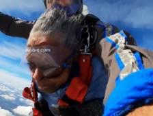 Cette ancienne combattante de 39-45 a sauté en parachute pour ses 102 ans