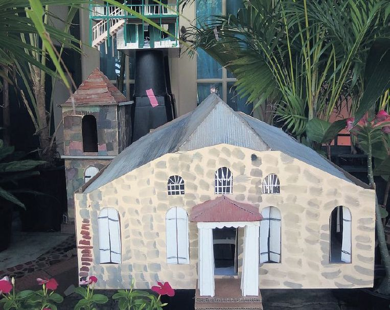 De door kinderen van St.-Eustatius gemaakte maquettes Beeld