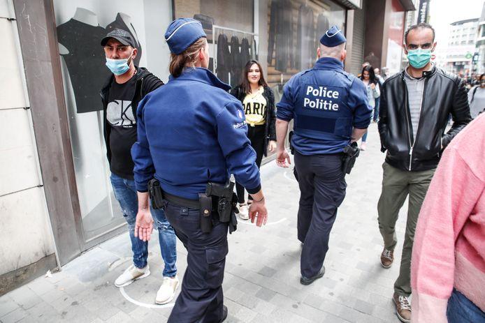 Des policiers patrouillent à Bruxelles.