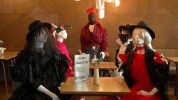 Litouwen heeft het gevonden: mannequins mét leuke outfits voor social distancing