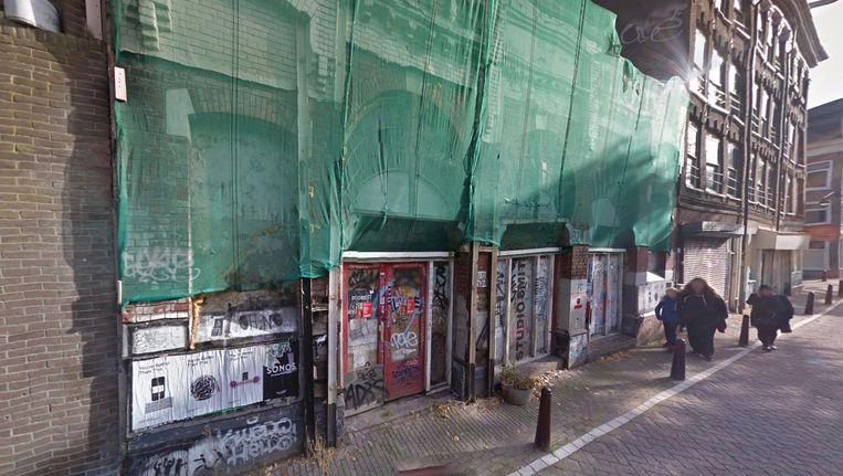 Door het museum in het theater te vestigen, wil Mieke Krijger van het Jordaanmuseum ook het gebouw redden. Beeld Google Streetview