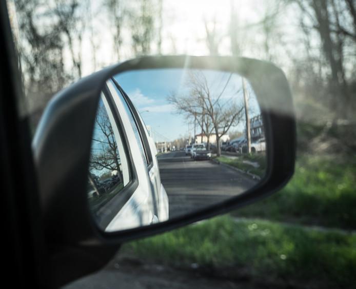De buitenspiegels zijn hard nodig om bij het uitstappen naderende fietsers te signaleren. Tenzij een radar daarover waakt.