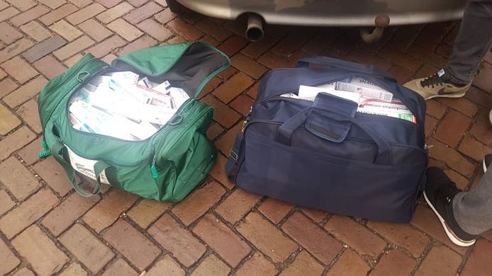 De politie vond twee tassen vol tandpasta.