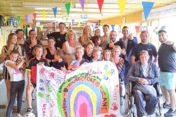 De sportweek werd afgesloten met een feest in de kantine van voetbalclub VV Volkegem.