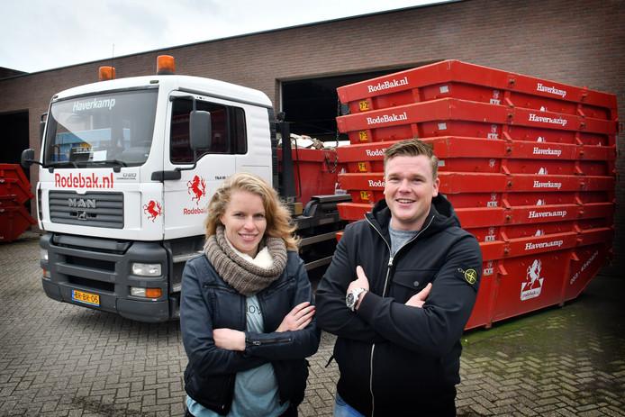 Manon en Bas Haverkamp vormen met hun vader Johan directie van gelijknamig bedrijf. Dat is vooral bekend van containervervoer (Rodebak) en afvalstort die door particulieren steeds meer wordt gebruikt.