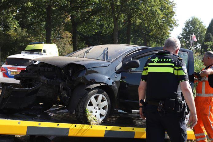 Bestuurster gewond als zij met auto in sloot belandt in Sint-Oedenrode.