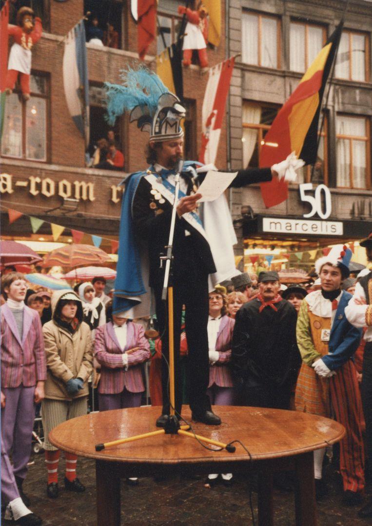 Marcel Rossie tijdens zijn speech als voorzitter van Tastendeuvel op de Grote Markt.