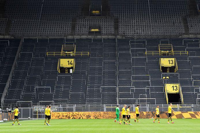Een leeg Signal Iduna Park.