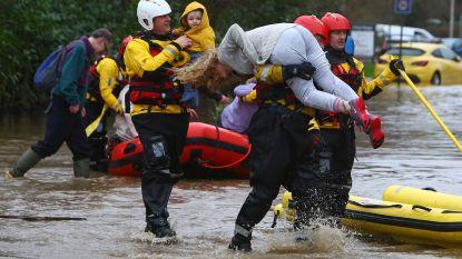 Dennis doet Britse rivieren overstromen: code rood, honderden vluchten afgelast