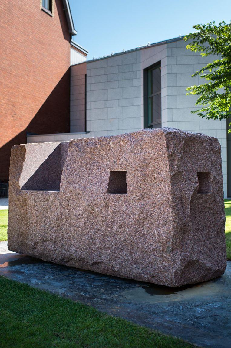 Beel van Eduardo Chillida in de tuin van het Rijksmuseum Beeld Mats van Soolingen