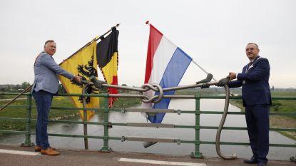 """Burgemeester Maaseik roept met Nederlandse collega op tot openen van grens: """"Inwoners gingen in één dag van blijheid naar frustratie"""""""