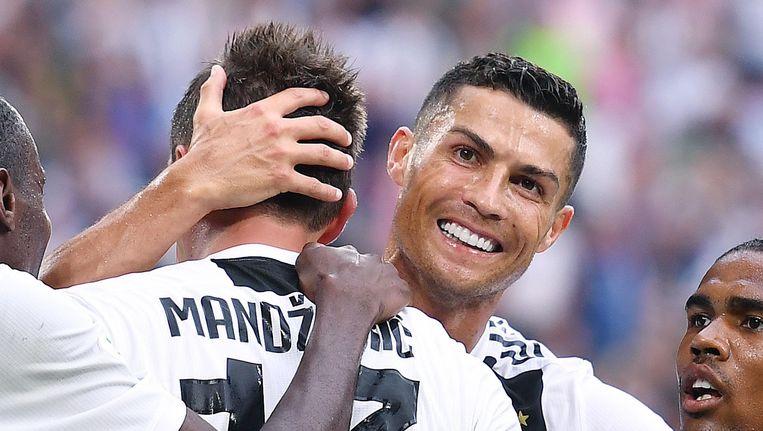 Ronaldo besluit bij nader inzien toch het doelpunt van Mandzukic te vieren. Beeld null