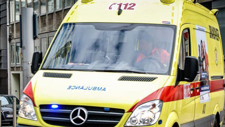 Archiefbeeld. De tachtiger werd met de ziekenwagen overgebracht naar het ziekenhuis.