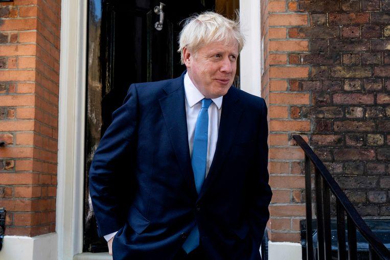 Boris Johnson verlaat dinsdagochtend zijn kantoor en gaat op weg naar het hoofdkantoor van de Conservatieve Partij voor de uitslag van de leiderschapsstrijd. Beeld AFP