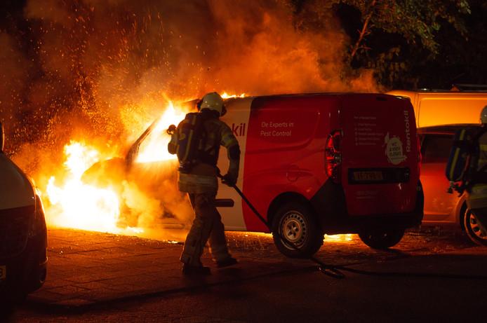 In juni gingen bijvoorbeeld in IJsseloord in Woerden een bestelbusje en een personenauto in vlammen op.