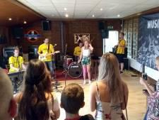 Elke zondag concert, clinic of jamsessie in cultuurcentrum FoxFarm in Reeshof