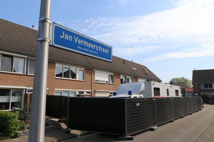 De politie doet al een paar dagen onderzoek aan de Jan Vermeerstraat in Haaksbergen.