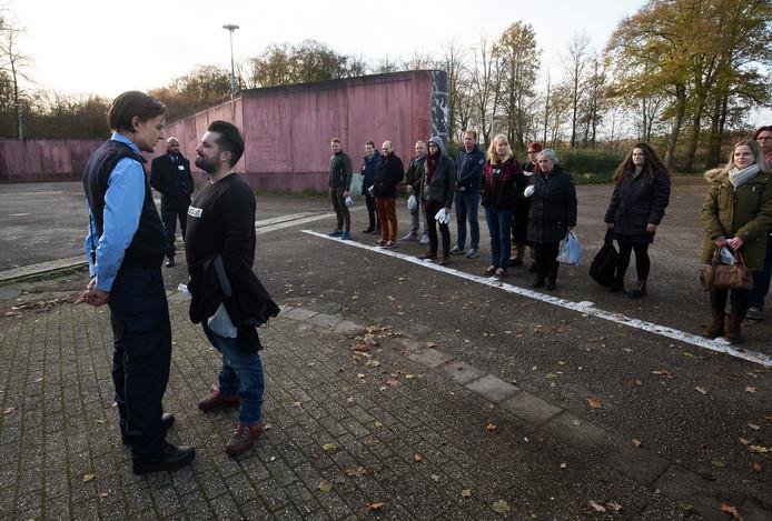 De eerste groep komt eind november aan bij de start van Prison Escape op De Kruisberg in Doetinchem. Archieffoto: Theo Kock