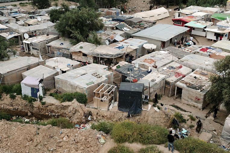 Een vluchtelingenkamp in de Griekse havenstad Patras. Beeld null